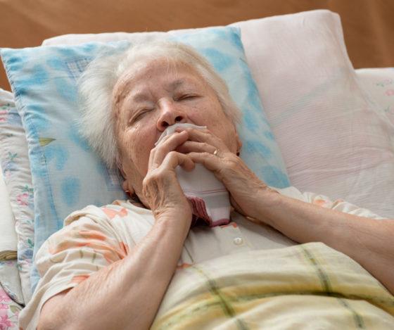 Кровотечение из носа у пожилых людей – причины появления крови и лечение