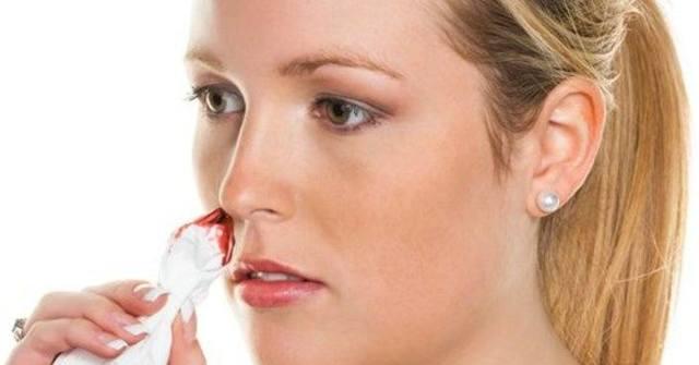 Насморк с кровью при беременности - почему появляются кровавые сопли