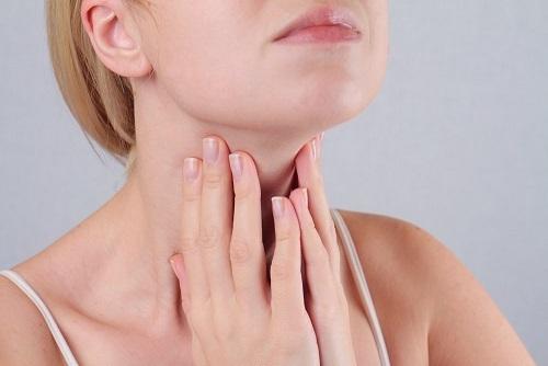Что-то мешает в горле при глотании – как избавиться от ощущения