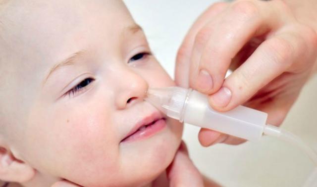 Чем промывать нос ребенку при насморке - лучшие средства для детей