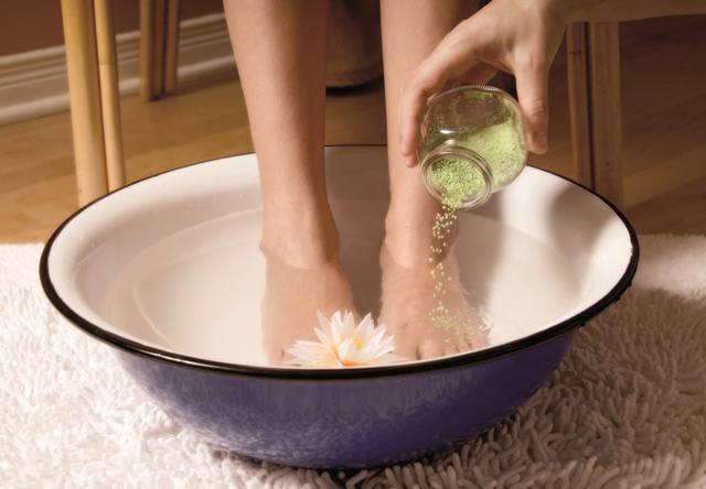 Как правильно парить и греть ноги при насморке с горчицей