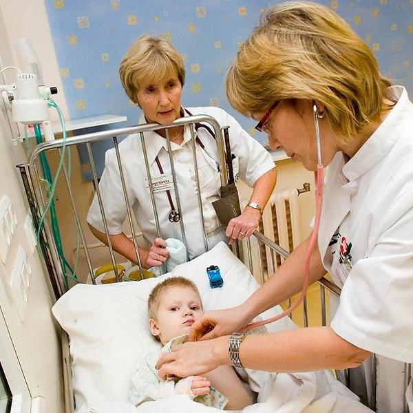 Как понять, что у ребенка красное горло и болит – способы посмотреть и определить
