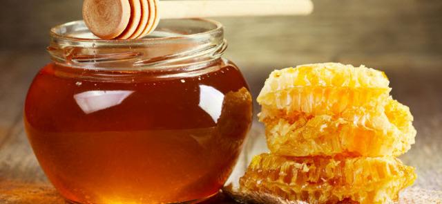 Мед при боли в горле – как он помогает и лечение