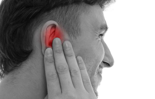 Заложило ухо и болит – что делать и чем лечить