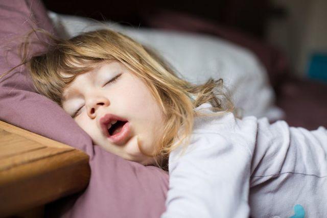 Как лечить увеличенные миндалины у ребенка - что делать с гипертрофией гланд у детей