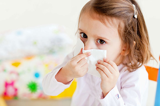 Лекарства от отита для детей - чем лечат воспаление уха у ребенка