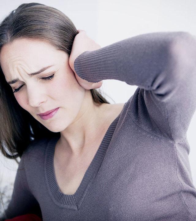 Что делать, если в ухе застряла вата - как ее вытащить