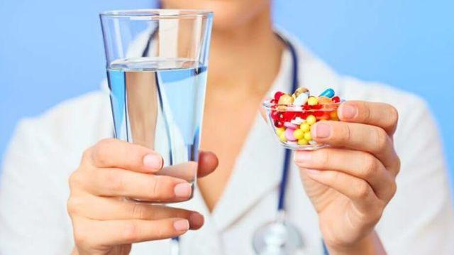 Боль в горле при глотании: причины, симптомы и лечение