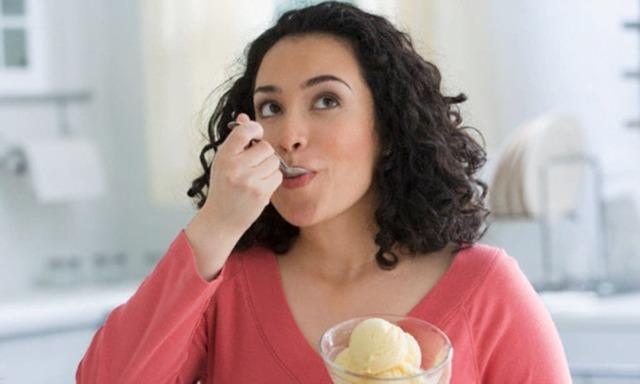 Можно ли есть мороженое при ангине и помогает ли оно в лечении