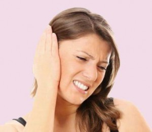 Что делать, если в ухо попала вода и его заложило – как ее убрать и удалить