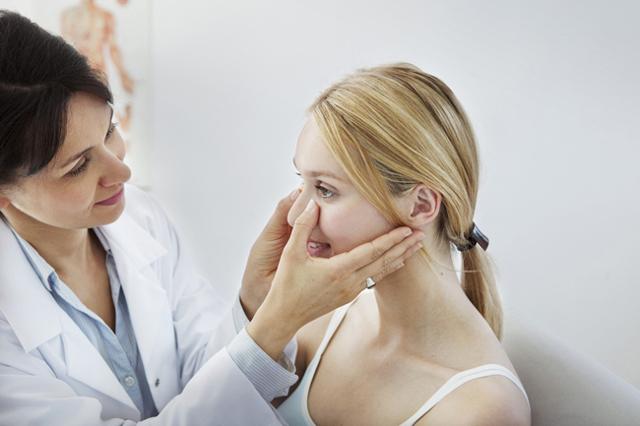 Болят зубы при гайморите - причины и лечение