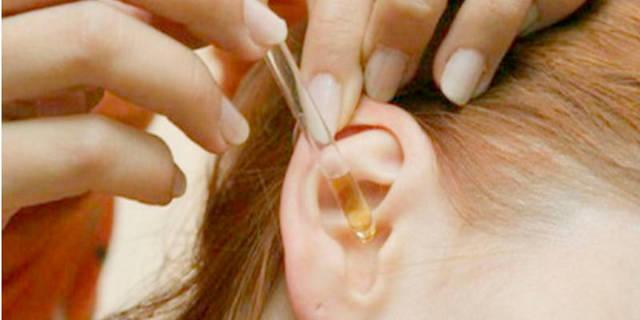 Можно ли капать перекись водорода в ухо при отите и эффективность лечения