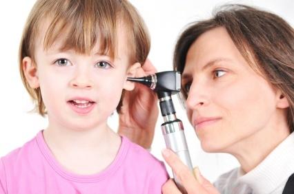 Катаральный отит среднего уха - симптомы и лечение у взрослых и детей
