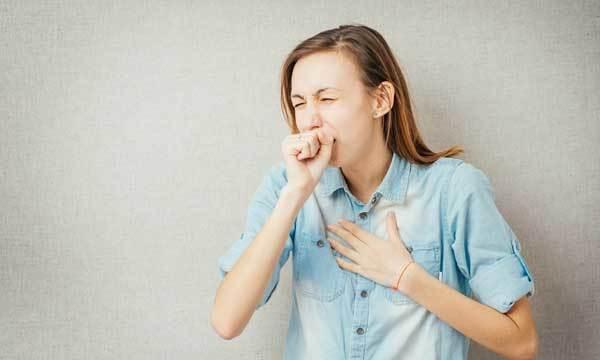 Приступообразный кашель у взрослых – причины приступов