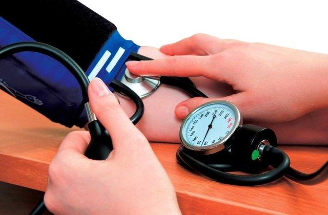 Тонзилитные пробки: причины возникновения и лечение