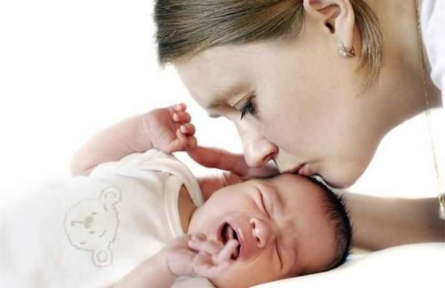 Ангина у грудничка и детей до года - симптомы и лечение