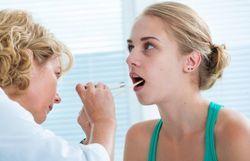 Почему сохнет горло – причины сухости