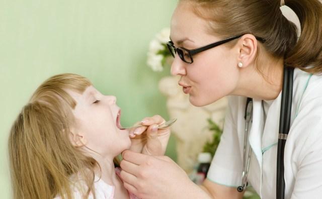 Мокрота в горле у ребенка – как избавиться и убрать слизь у детей