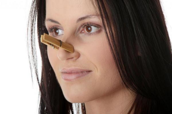 Постоянно заложен нос - причины и почему его все время закладывает