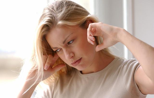 Заложило ухо, но не болит – ощущение заложенности в левых и правых ушах