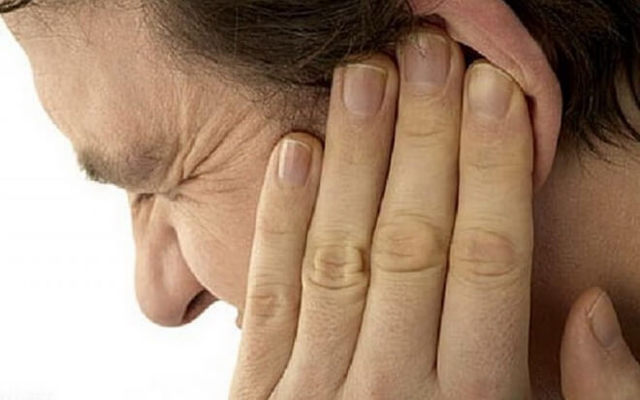 Почему чешутся уши внутри - причины зуда в ушах у человека