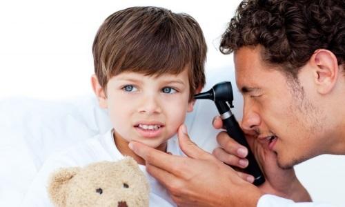 Шипение в ухе – причины и что делать