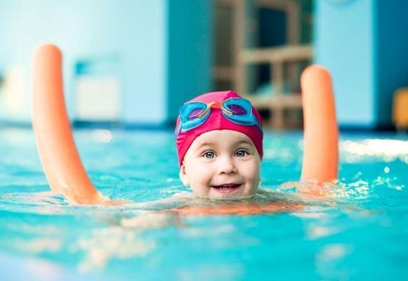Можно ли с насморком ходить в бассейн и плавать