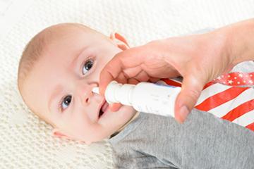 Как отсосать сопли у грудничка и у новорожденного ребенка