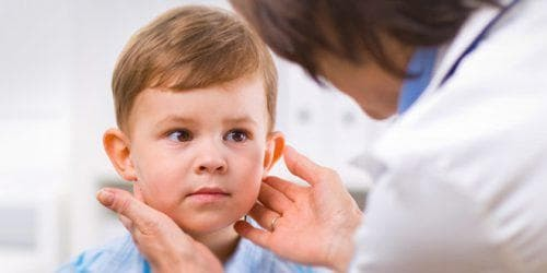 Воспалены гланды у ребенка - красные миндалины у детей