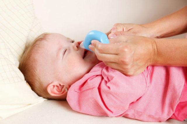 Чем лечить насморк у грудничка - безопасные средства от соплей