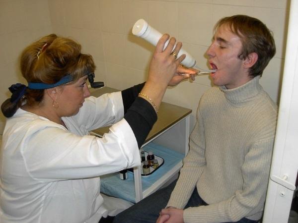 Удаление миндалин и операция по вырезанию гланд у взрослых