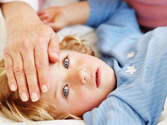 Гной из уха у ребенка – причины и лечение