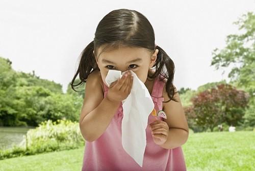 Навязчивый кашель у взрослого и ребенка – причины и лечение