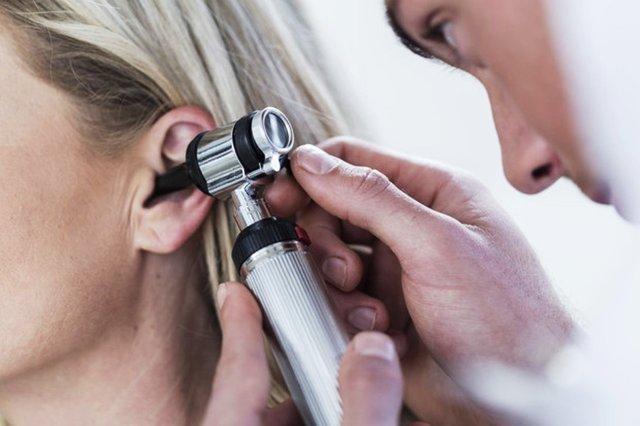 Заложило ухо при простуде – причины заложенности ушей