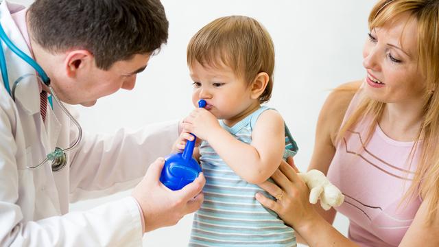 Как правильно промывать нос ребенку в домашних условиях?