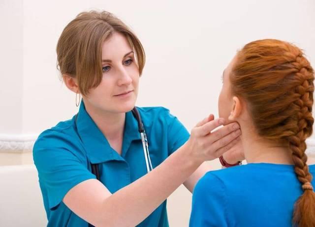 Что делать, если воспалился лимфоузел за ухом - лечение боли