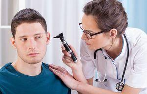 Заложило ухо и нос при насморке – причины и лечение