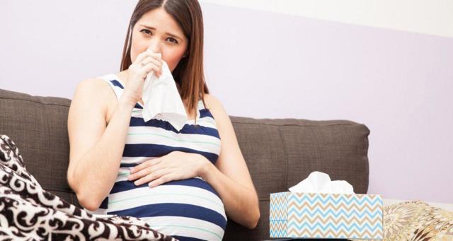 Почему у беременных закладывает нос - причины и лечение