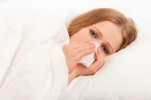 Почему по утрам заложен нос - причины и лечение