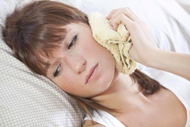 Лечение отита и воспаления среднего уха в домашних условиях
