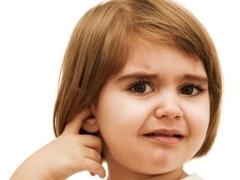 Кровь из уха у ребенка – причины появления после чистки