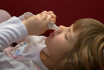 Капли от заложенности носа для детей - чем закапать ребенку