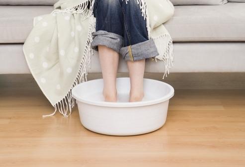 Как парить ноги ребенку при кашле с горчицей