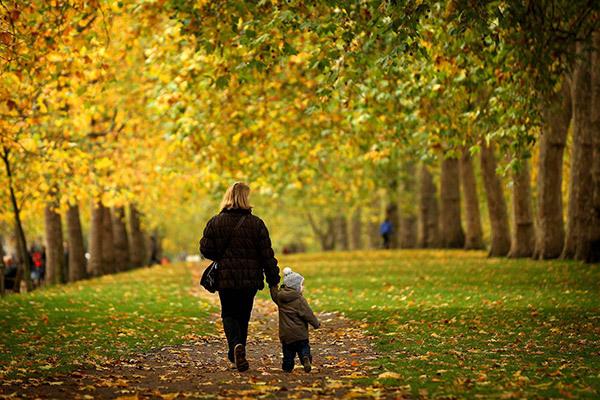 Можно ли при кашле гулять на улице зимой и летом