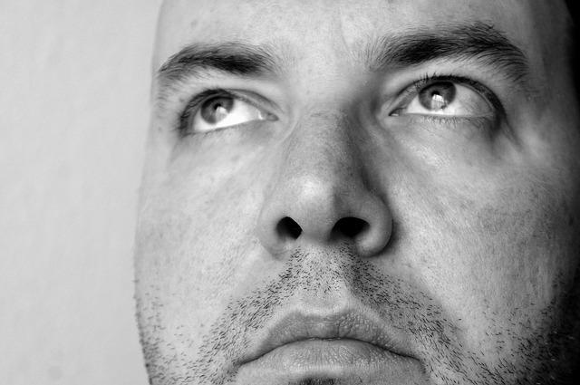 Неприятный запах из носоглотки - причины и лечение