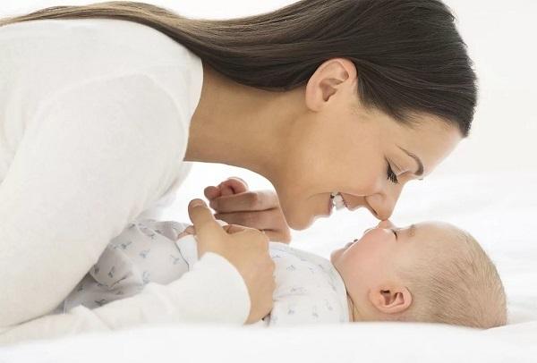 У новорожденного заложен нос – причины заложенности у месячного ребенка