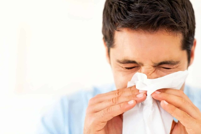 Идет кровь из носа при сморкании – причины кровянистых выделений
