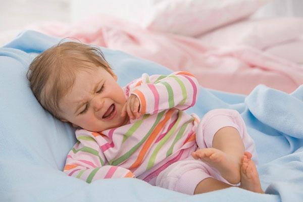 Грудное молоко в нос при насморке у грудничков и новорожденных