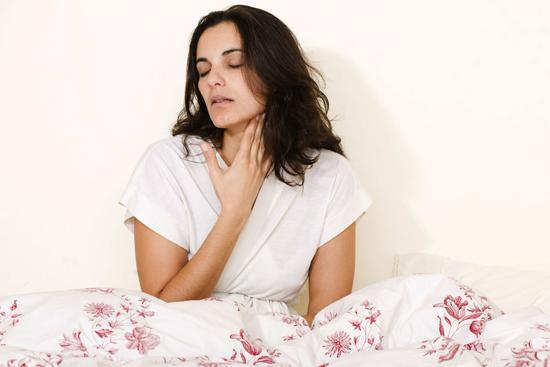 Чем мазать горло при ангине ребенку – как правильно обработать